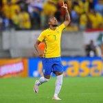 Madre de Douglas Costa realiza cultos con familiares de jugadores de la Selección de Brasil