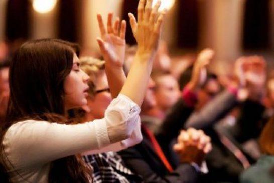 Nuevo estudio reitera que personas que frecuentan la iglesia viven más
