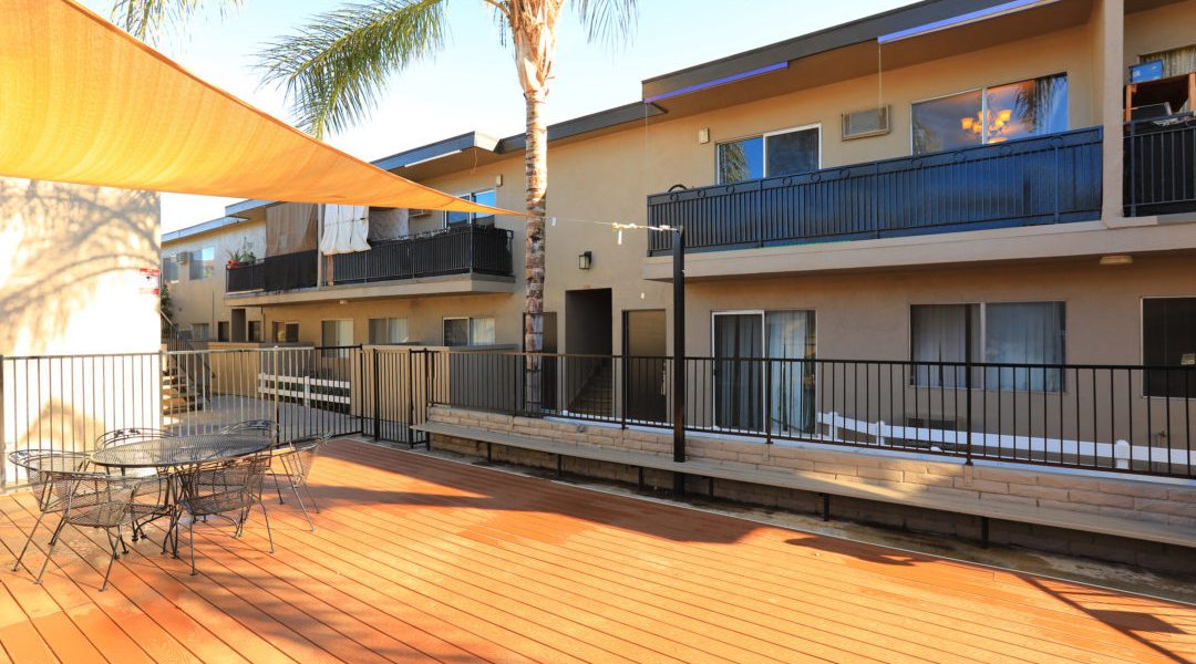 Immaculate 33-Unit Canoga Park Complex
