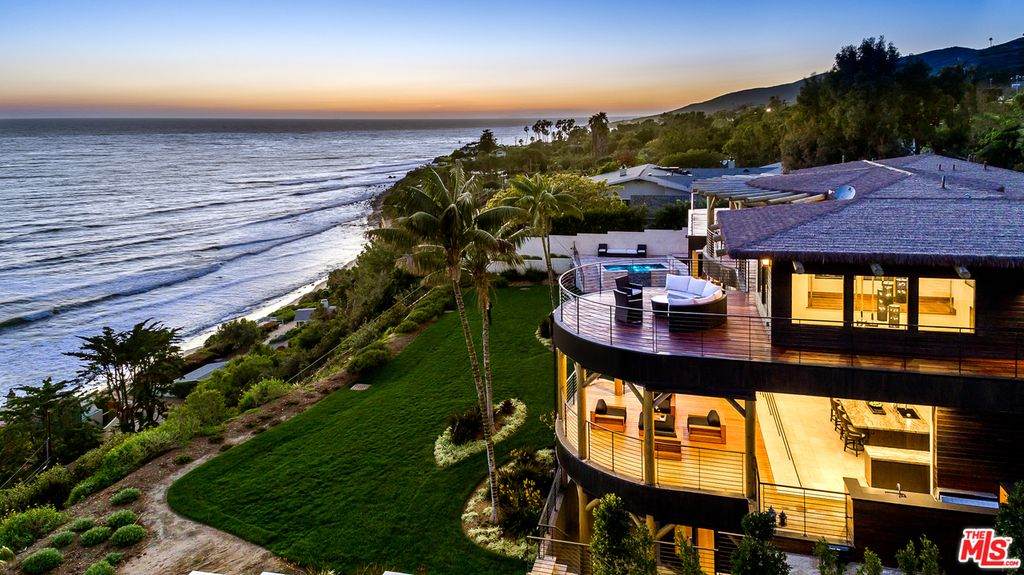 The best malibu beach houses russell grether and associates for Chadwick and associates