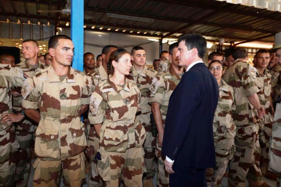 Actualités du Mali - Au Mali, Valls rencontre les troupes françaises engagées contre les jihadistes