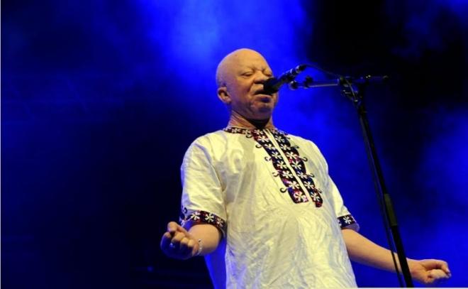 Concert de célébration des icônes : Salif Keïta et Amy Koïta sur scène à Abidjan