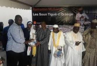 « Sountiguè » d'Orange Mali à la mosquée de Samaya : 250 repas de rupture de jeûne et 250 paniers distribués aux fidèles musulmans