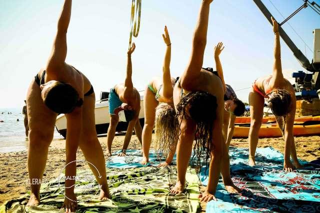 yoga in spiaggia gioia santa severa castello lezione yoga roma al tramonto