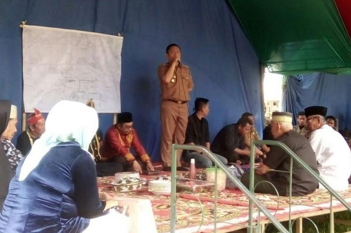 Wakil Bupati Luwu Timur Memberikan Sambutan dalam Acara Komunitas To Konde di Kawata