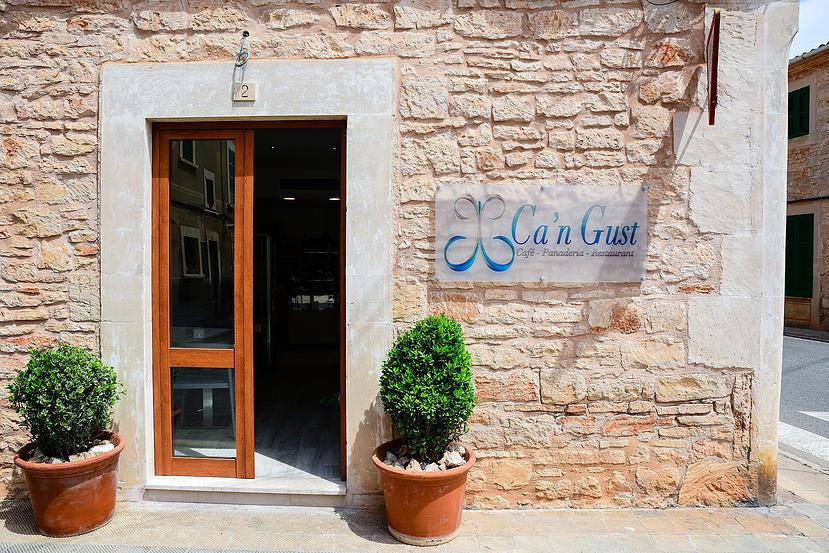 Café, Panaderia und Restaurant Ca'n Gust