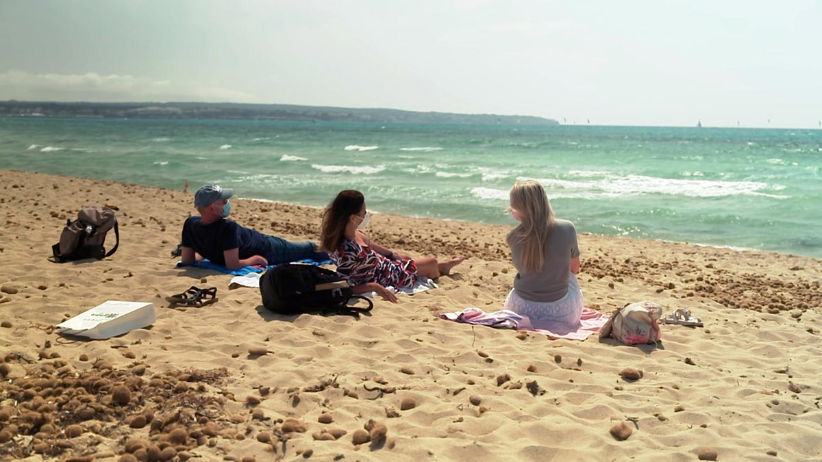 Mit Maske am Strand - so geht Mallorca-Urlaub heute