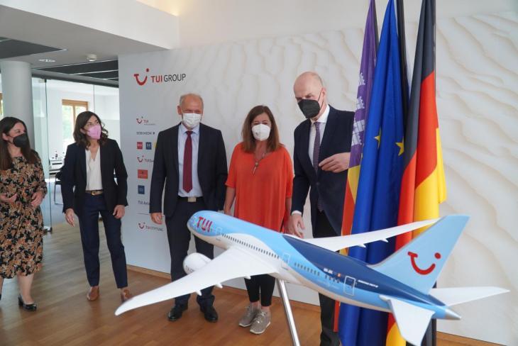 Armengol preist Mallorca als sicheres Reiseziel in Deutschland an
