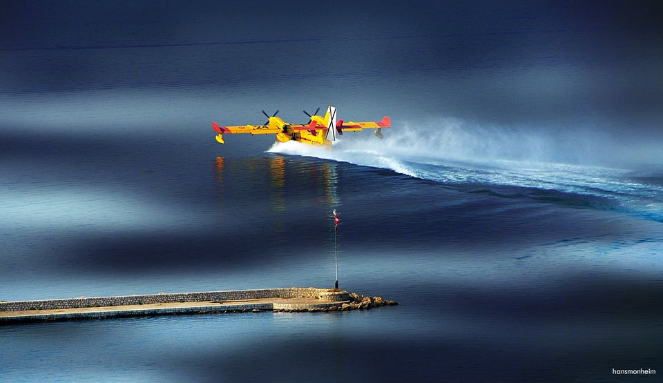 Löschflugzeug im Einsatz auf Mallorca