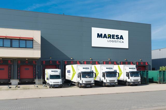 LKW'S vor der Lagerhalle von Maresa Logistica