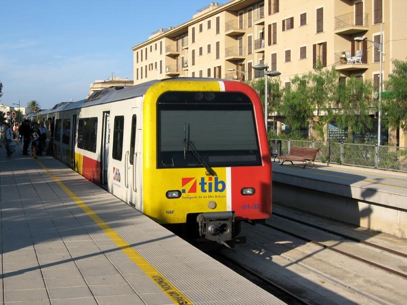 Zug der TIB auf Mallorca