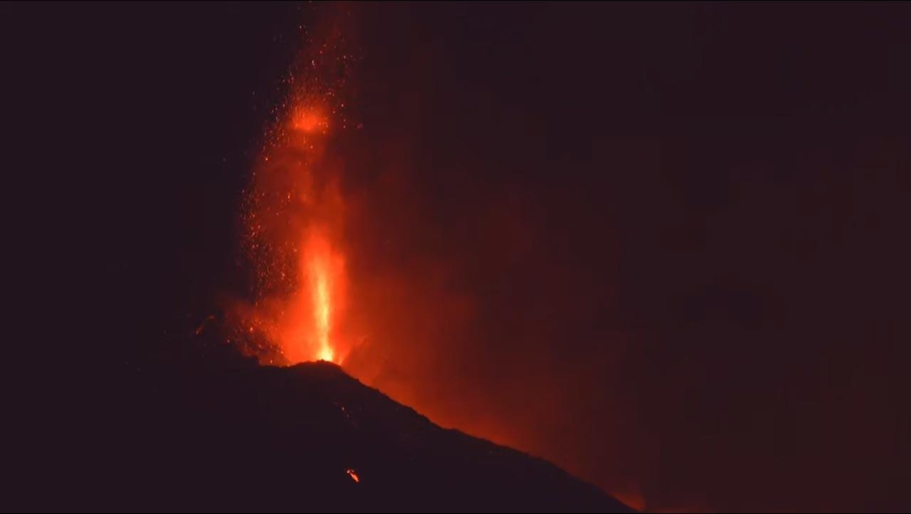 Vulkan in der Nacht