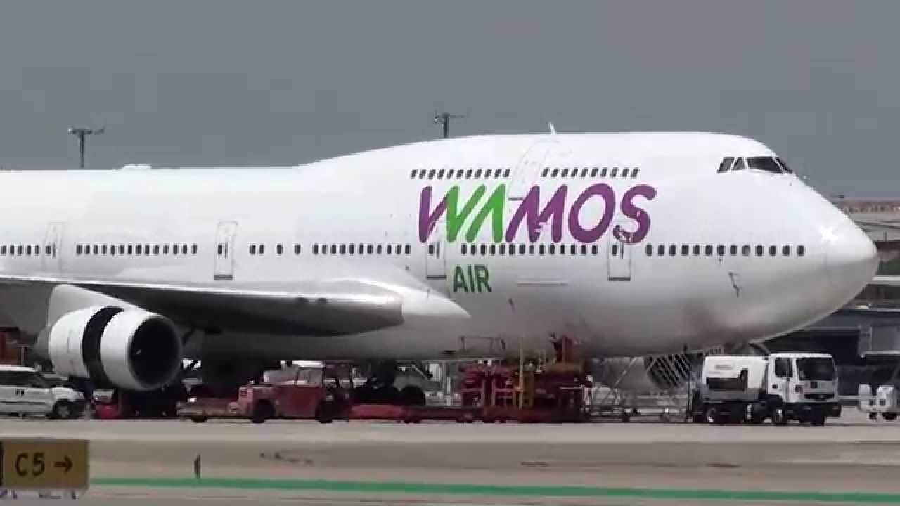 Flugzeug der Airline Wamos Air