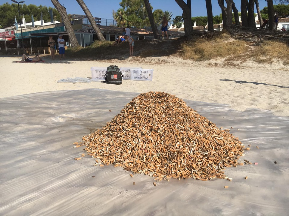 Zigarettenkippen am Strand - Foto: Ajuntament Muro