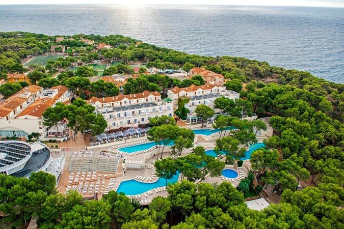 Hier steigt der Full Metal Holiday: das Hotel Iberostar Club Cala Barca auf Mallorca (Bild: ICS)