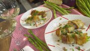 Hähnchenbrust (und Spargel) im Brotmantel