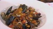 Bohnenkerne mit Meeresfrüchten und Tomaten