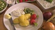 Neue Kartoffeln mit Schnittlauchsalat und Kräuterquark