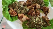 Salat von Linsen und Bleichsellerie mit Hähnchenflügeln