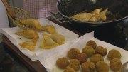 Knusprige Kartoffelbällchen und Kartoffelecken