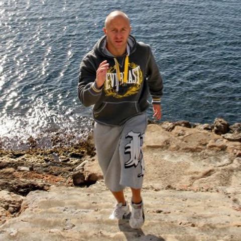 Personal Trainer Marcel nutzt auch Treppen für sein Workout
