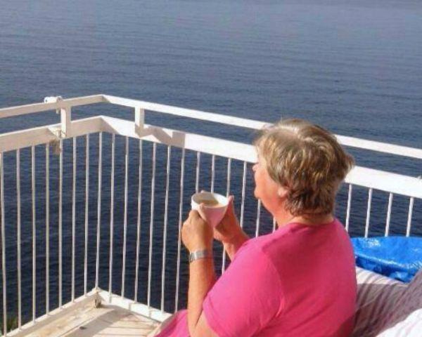 Ute Balkon Best-Agerin