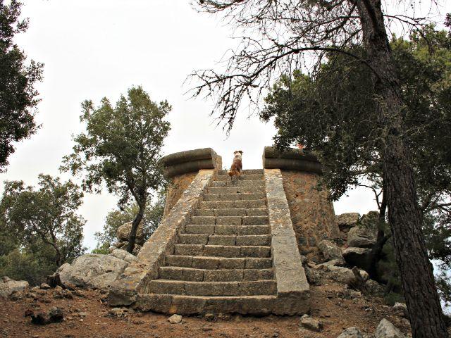 Der Mirador steht völlig unwirklich in Landschaft und gibt den wunderbaren Blick frei.
