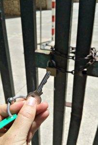 Der Schlüssel für die Kirche ohne Dach