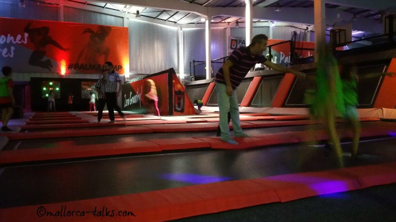 Freitagsabends sind nur Erwachsene bei Palma Jump