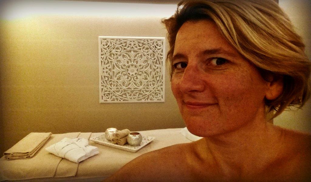 Mallorca Talks Autorin Barbara tiefen entspannt im Spa des Nakar Hotels