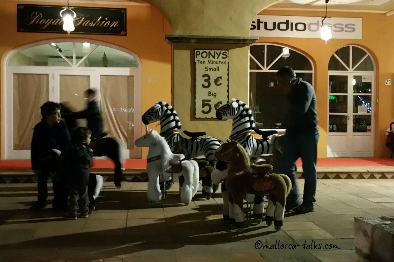 Pony reiten auf dem Weihnachtsmarkt in Puerto Portals