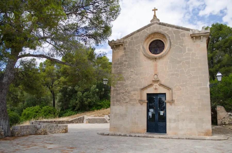 Kapelle Ermita de Bellver an den Stufen zur Burg