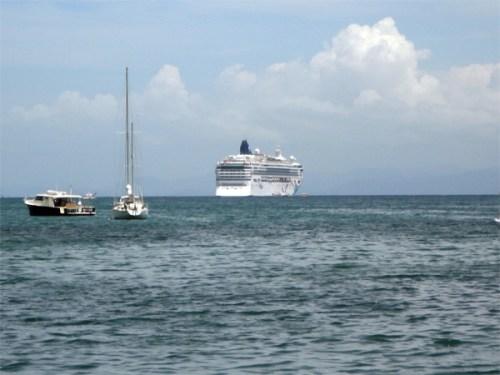 Tolfalas - Norwegian Dawn anchored off Samana