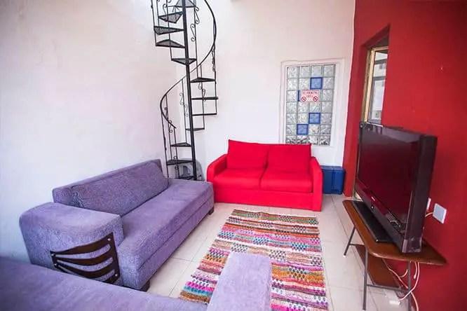 grannys-inn-hostel-common