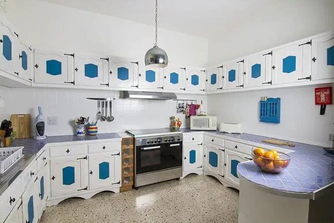 hostel-med-kitchen