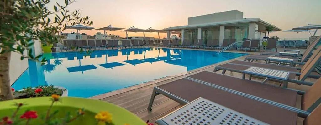 The rooftop pool a the Maritim Antonine Hotel & Spa in Mellieħa