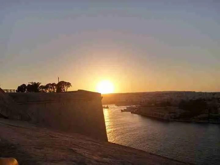 Su Malta il sole non tramonta mai, come sul populismo economico in Italia