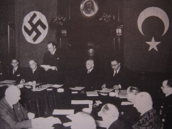 Türkiye ve Almanya arasında 18 Haziran 1941 tarihinde Türk-Alman Dostluk Paktı'nın imzalandığı andan bir kare