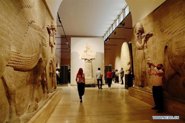 Bağdat'taki Irak Ulusal Eserler Müzesi'nin Asur Galerisi (Assyrian Hall)