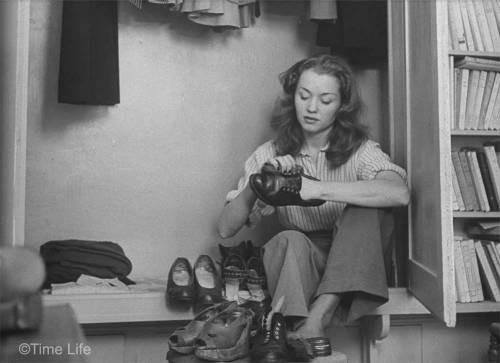 Barbara Laage'nin Time Life Dergisi için Nina Leen tarafından 1946 yılı Mayıs ayında çekilen diğer fotoğrafları