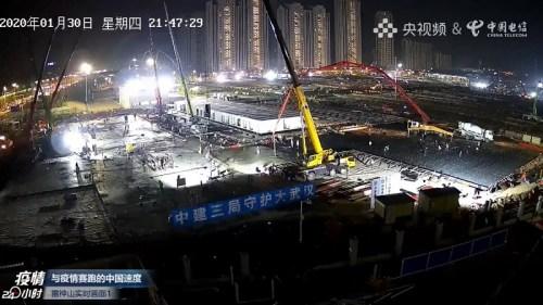 Çin'in Wuhan şehrindeki koronavirüs salgınına yönelik Huoshenshan Hastanesi inşaatı hâlâ sürüyor