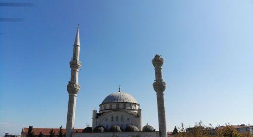 26Eylül 2019 tarihinde Silivri açıklarında meydana gelen 5.8 büyüklüğündeki depremin ardından minaresi yıkılan Hacı Ahmet Yenilmez Camii