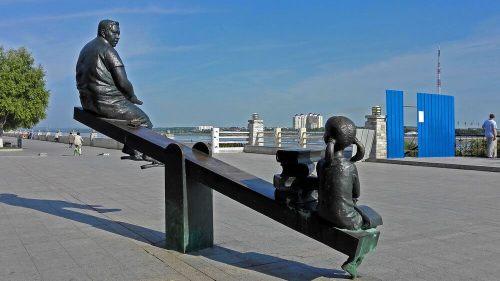 eğitim tahteravalli heykeli