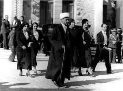 Mehmet Rıfat Börekçi ile karıştırılan Ahmet Hamdi Akseki'nin sarıklı, papyonlu ve fraklı fotoğrafı