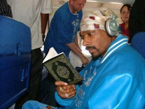 Snoop Dogg Kuran Okurken