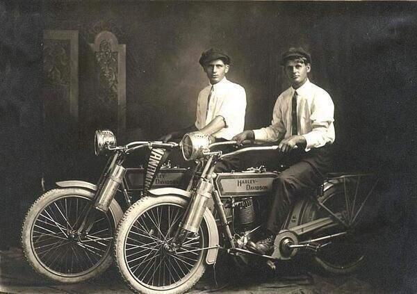 William Harley ve Arthur Davidson'ın Yer Aldığı Sanılan Fotoğraf