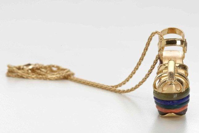 Salvatore Ferragamo: i ciondoli ispirati alle storiche zeppe