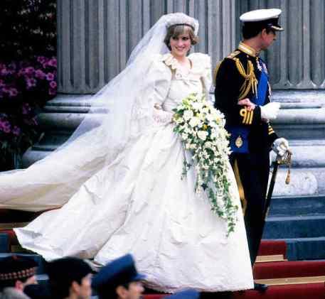 Mame Moda Auguri a Meghan Markle e al principe Harry, oggi sposi. Abito da sposa Lady Diana