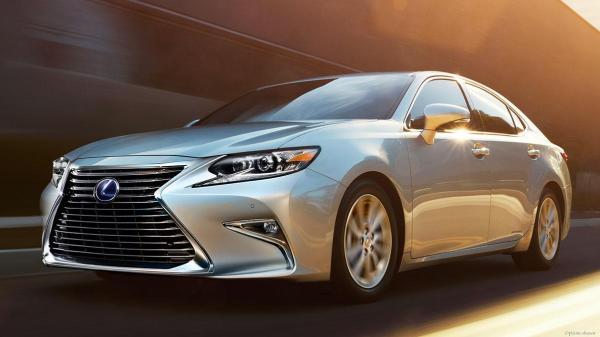 Lexus ES Hybrid. Il primo spot nato da intelligenza artificiale