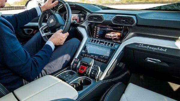 Lamborghini Urus: a suo agio su qualunque terreno